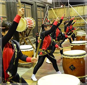 会陽太鼓は女性によって演奏される